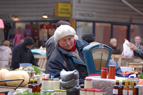 Woman at food market in Riga, Latvia.: Photo credits: Jakob Granit, SIWI.